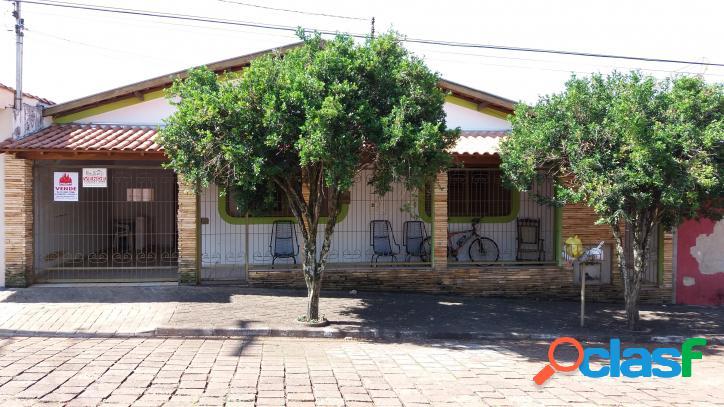 Vende-se ótima casa no centro de piraju/sp
