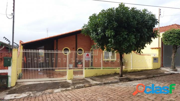 Aluga-se/vende-se casa sobrado no centro de piraju/sp