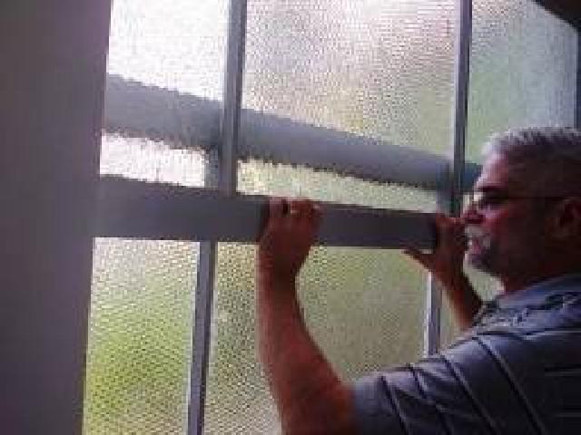 Reparo de todos os tipos de janelas e portas