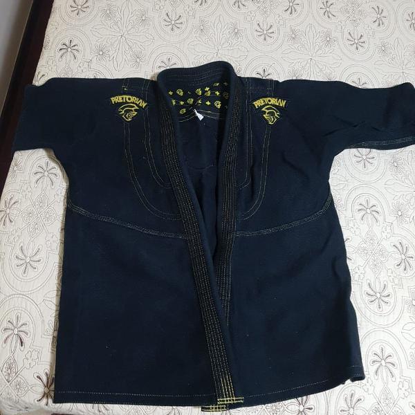 Kimono preto bonitão demais, da marca pretorian