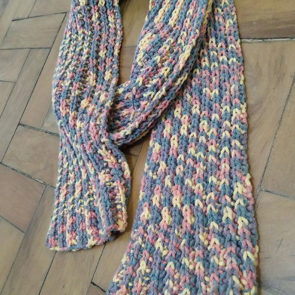 Cachecol de tricô feito a mão