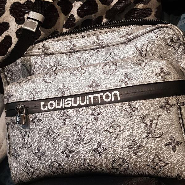 Bolsa louis vuitton crossbody masculina desfile