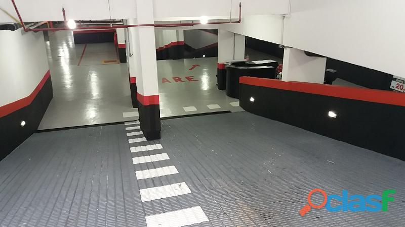 Piso epóxi Garagens e estacionamento 965646070 4