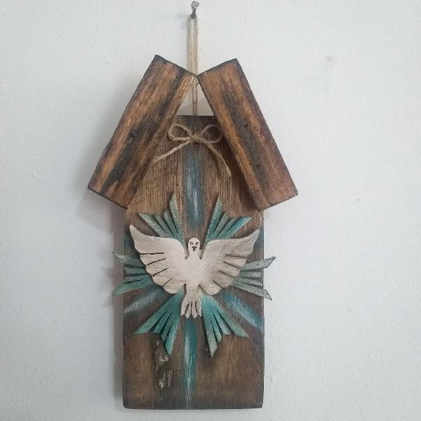 """Divino"""" feito a mão, com madeira de caixote"""