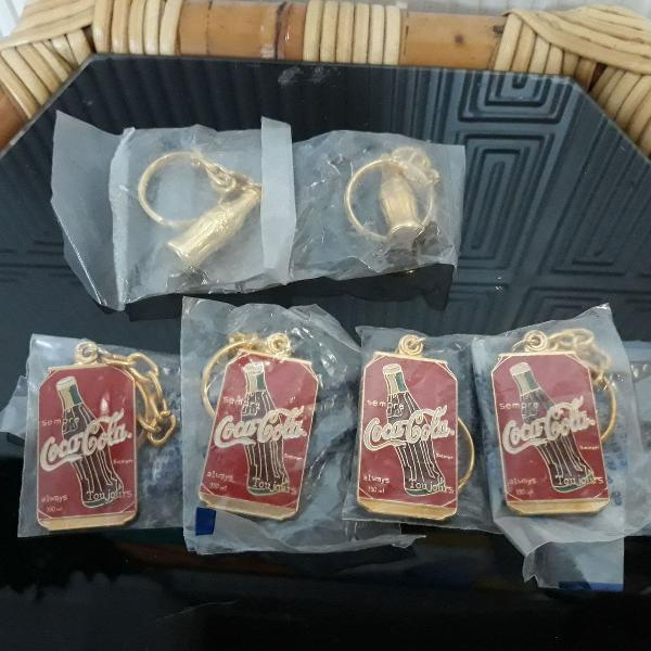 Coleção de chaveiros originais dourados da coca cola