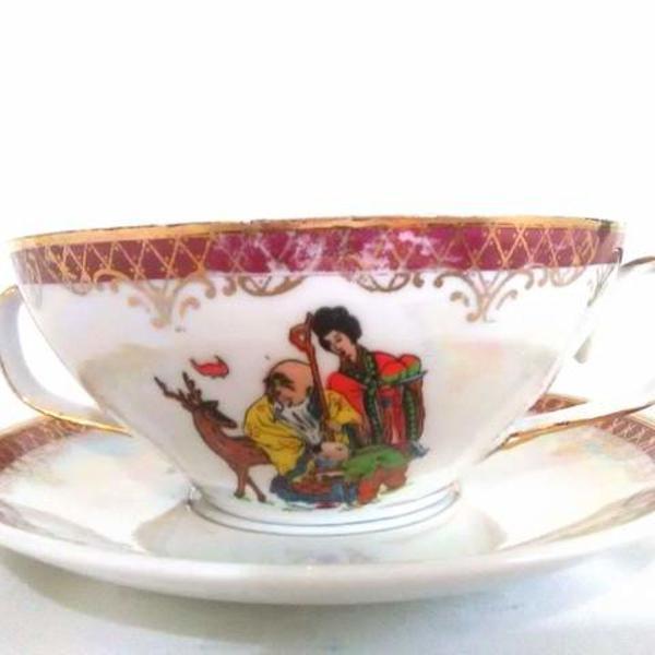 Xícara de porcelana com desenho japonês