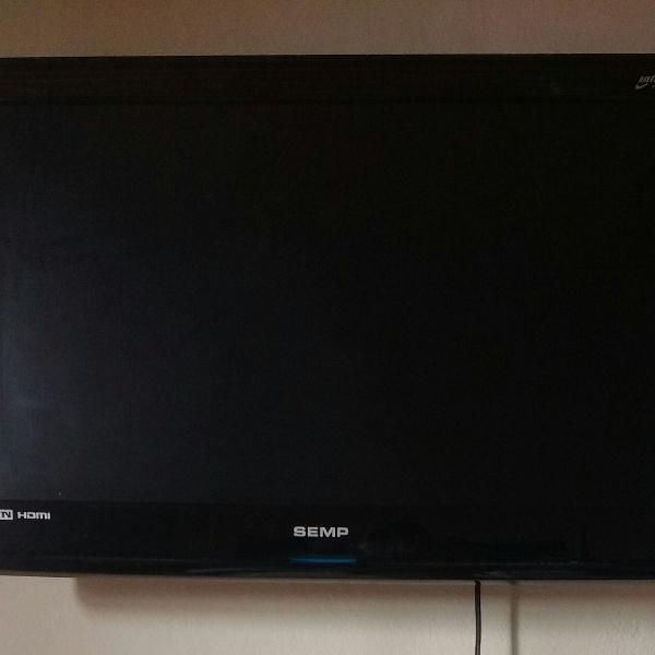 Tv semp 26 polegadas com aparelhos e antenas