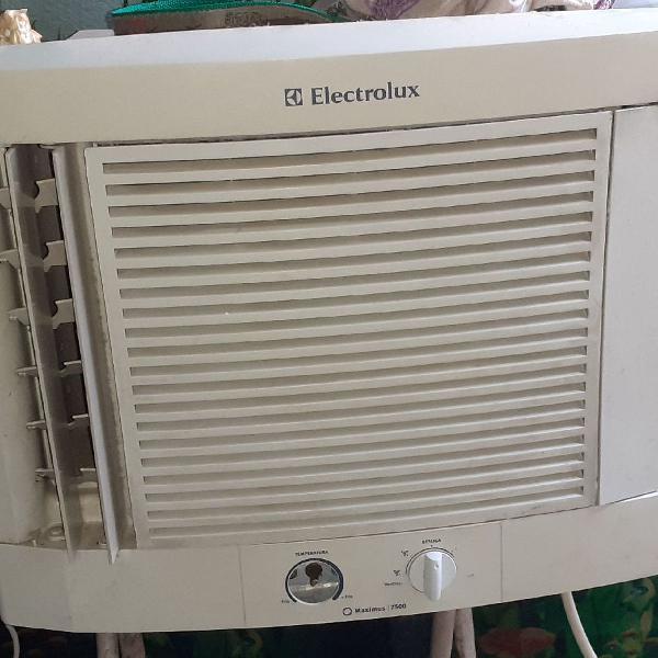 Dois ar condicionados 7500 btus funcionando