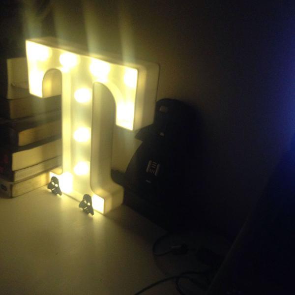 Luminária letra t