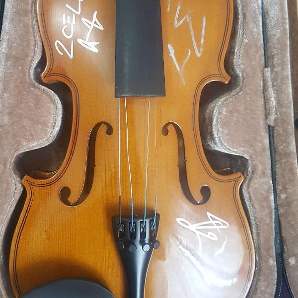 Violino dominante 4x4 autógrafado pelo 2cello