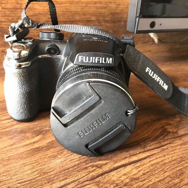 Câmera semi profissional fujifilm finepix 4500
