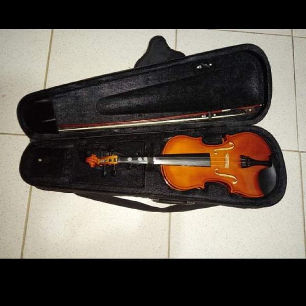 Violino com case,afinador eletrônico,breu etc.em ótimo