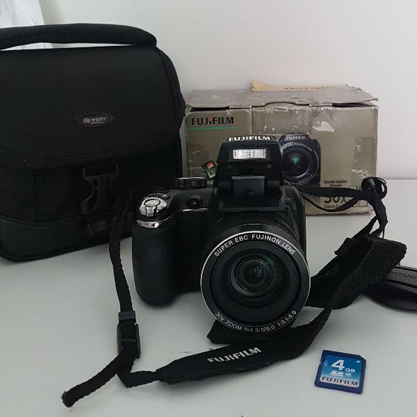 Câmera fujifilm na caixa com bolsa, cartão memória 4gb,