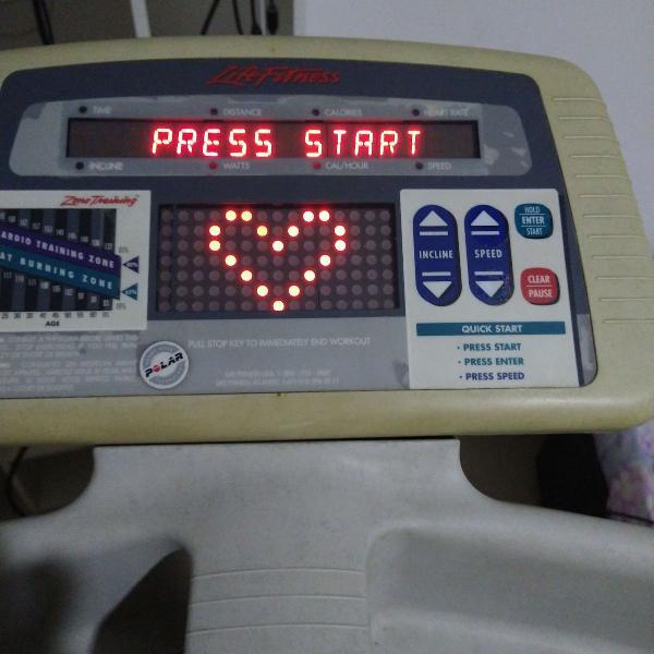 Esteira life fitness 5500hr