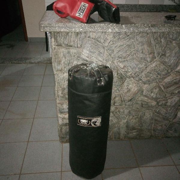 Saco de pancadas e luvas de boxe - punch