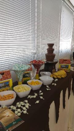 Cascata de chocolate, doces modelados