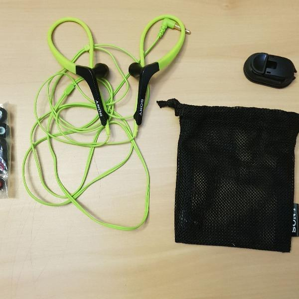 Fone de ouvido sony praticamente novo usado pouquíssimas