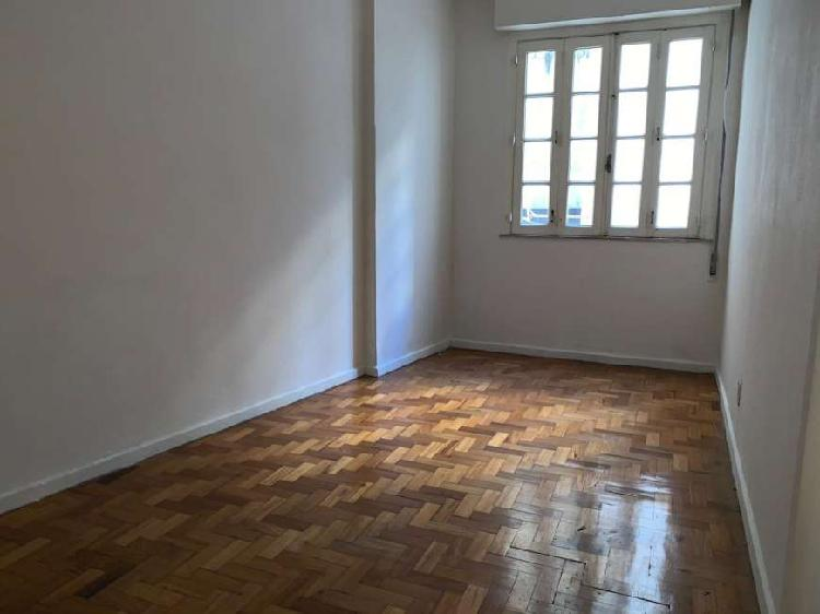 Apartamento de 2 quartos com 60 m2 na siqueira campos.