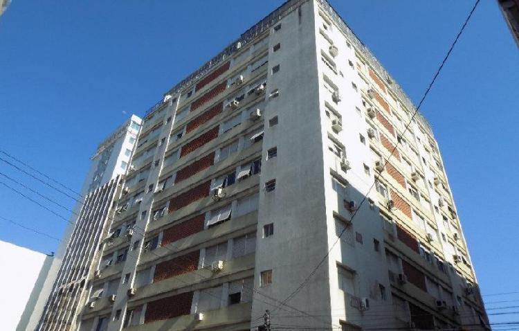 Apartamento no centro, com 2 quartos