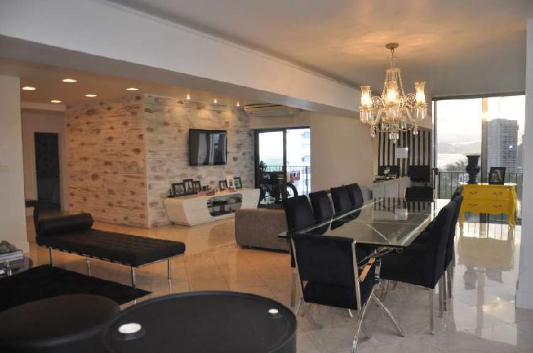 Apartamento para aluguel possui 180 metros quadrados com 4