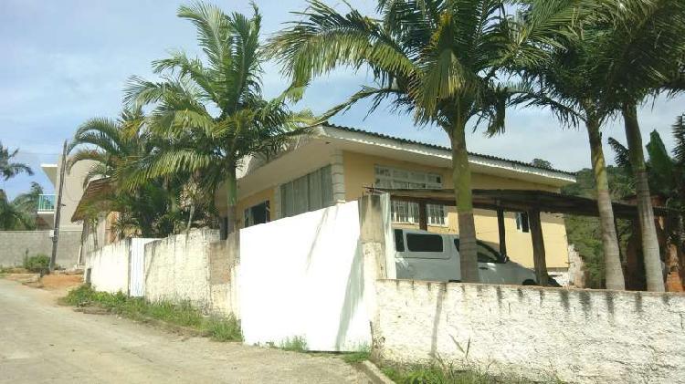 Casa em bairro ha 05 minutos do centro de biguaçu, e vista