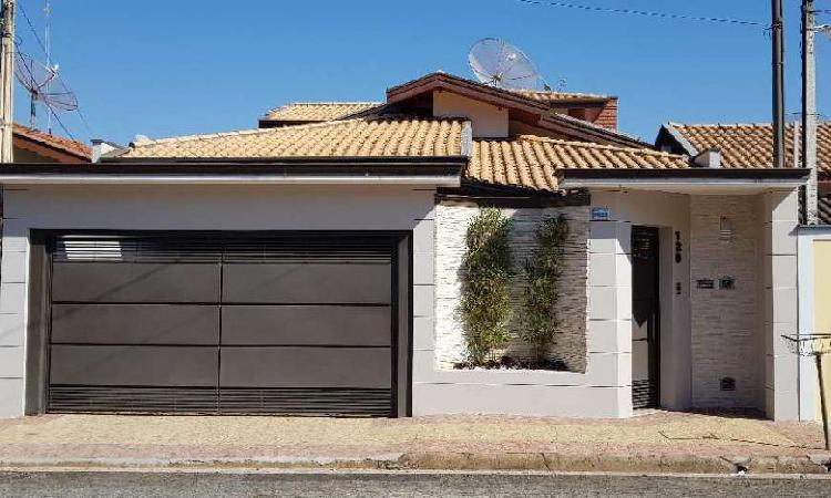 Casa de 250 metros quadrados no bairro nova itapira com 3