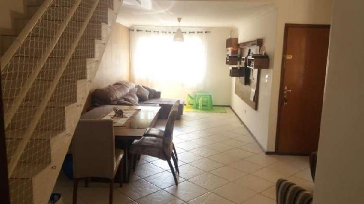 Casa de condomínio com 3 dormitórios com 117 m2 de área