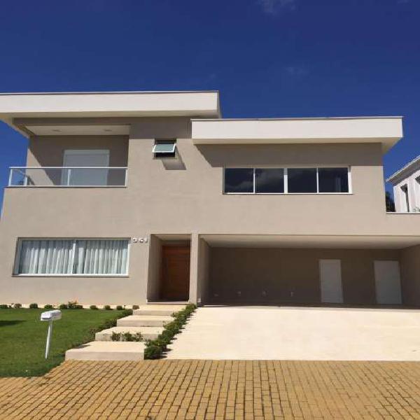 Casa de condomínio para venda tem 321 metros quadrados com