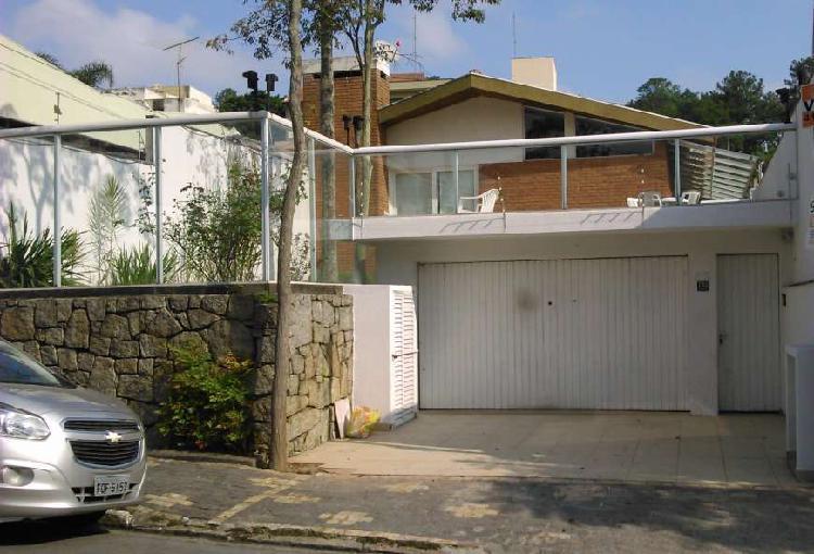 Casa para aluguel e venda possui 387 metros quadrados com 3