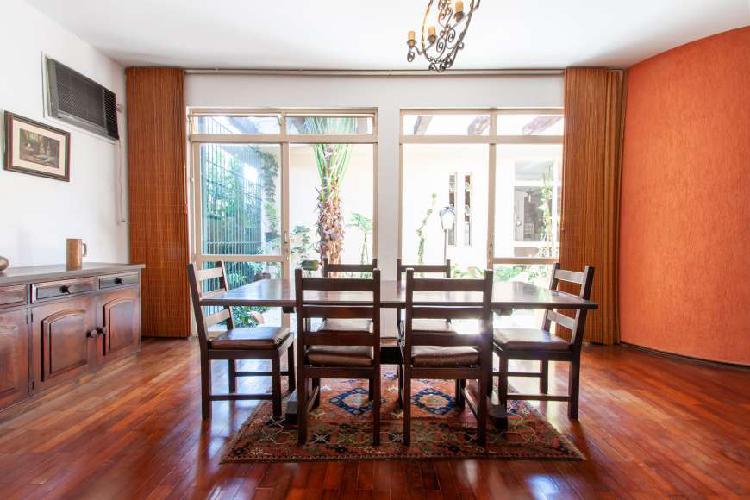 Casa para venda com 249 metros quadrados com 4 quartos em