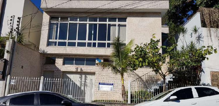 Casa para venda com 256 m2. excelente localização.