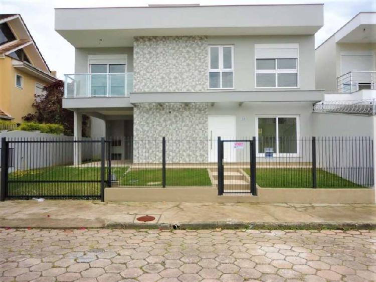 Casa para venda tem 150 metros quadrados com 3 quartos em