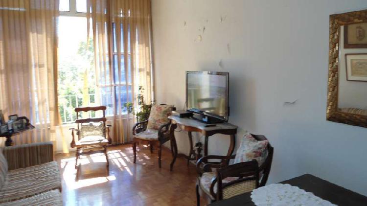 Excelente apto. com 105 m², 3 quartos, dependências