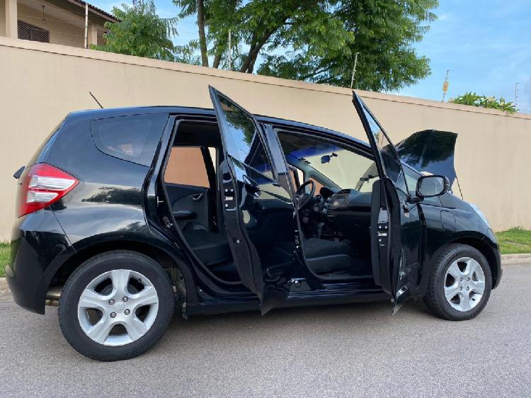 Honda fit 1.4 lx aut. 2010