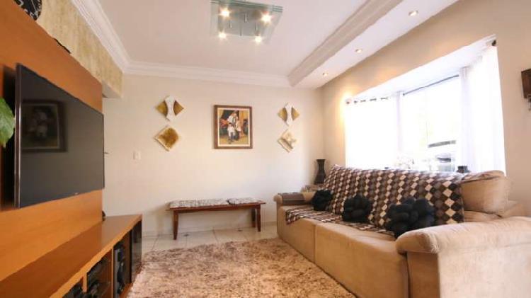 Sobrado de condomínio com 3 quartos e 136m2 para venda em