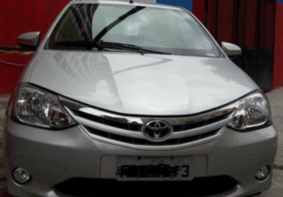 Toyota/etios sd xls 1.5, cor prata, ano/modelo 2013/2014