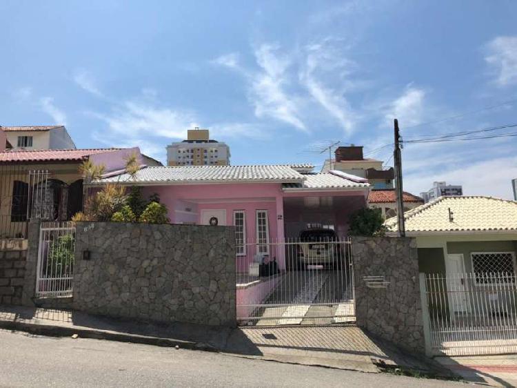 Vende-se: casa com 169m² em barreiros - são josé/sc