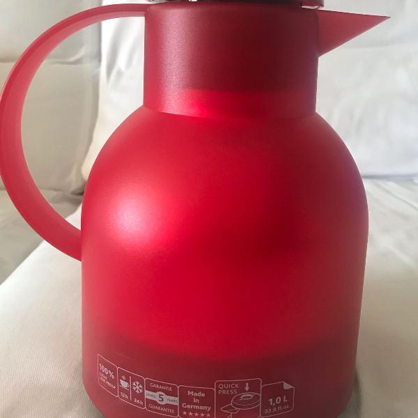 Garrafa térmica vermelha, tampa click, não precisa abrir