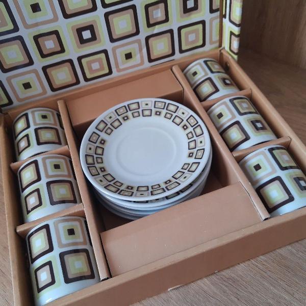 Jogo mini xícaras de café com caixa decorada