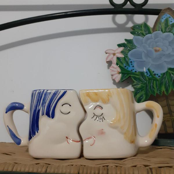 Xícara porcelana pintada a mão . jogo do amor francês