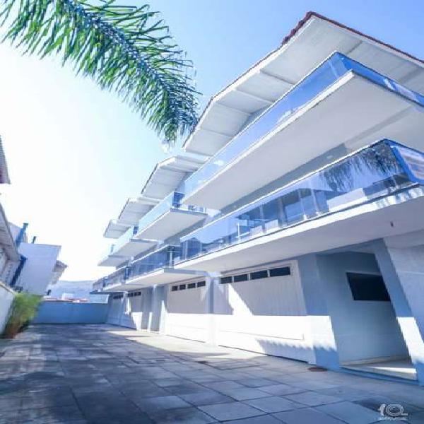 Casa de condomínio à venda de 189m² com 2 suítes na
