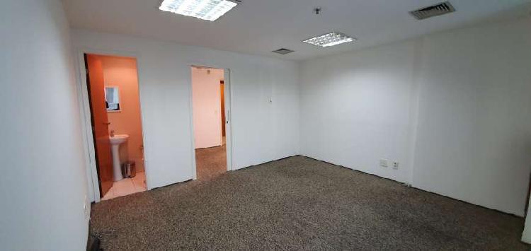 Moema comercial 30mts , divisória, carpete, 2banhs., ar