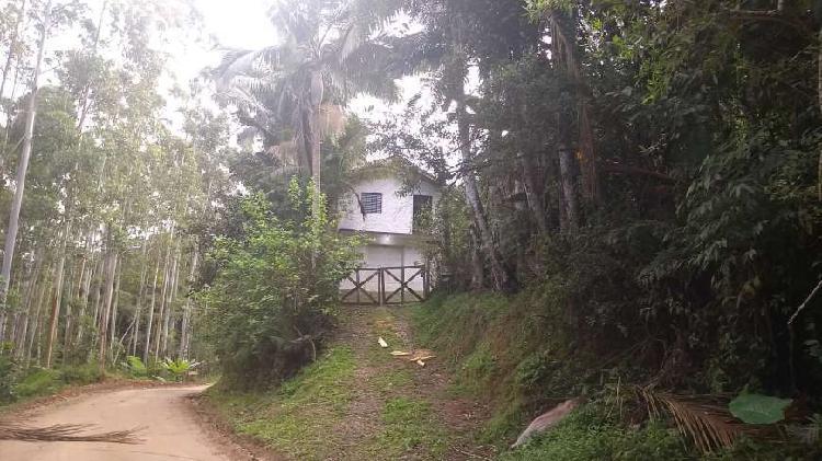 Pequeno sitio com casa em alvenaria para quem gosta do verde