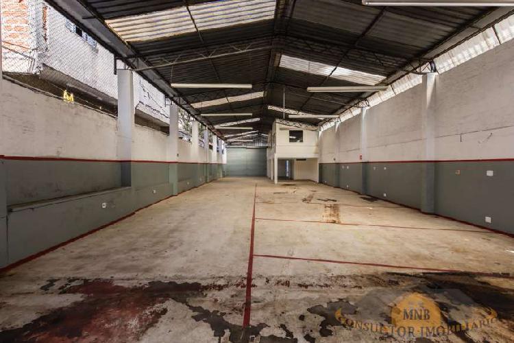 Galpão para aluguel tem 430 metros quadrados em Alto da