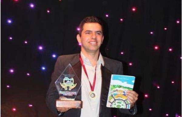 Mineiro thiago winner, recebe prêmio na categoria
