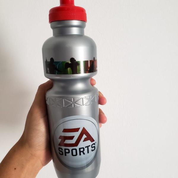 Squeeze exclusivo ea sports cinza - 750 ml