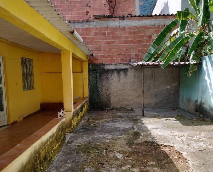 Alugo excelente casa próx praça de cabuçu