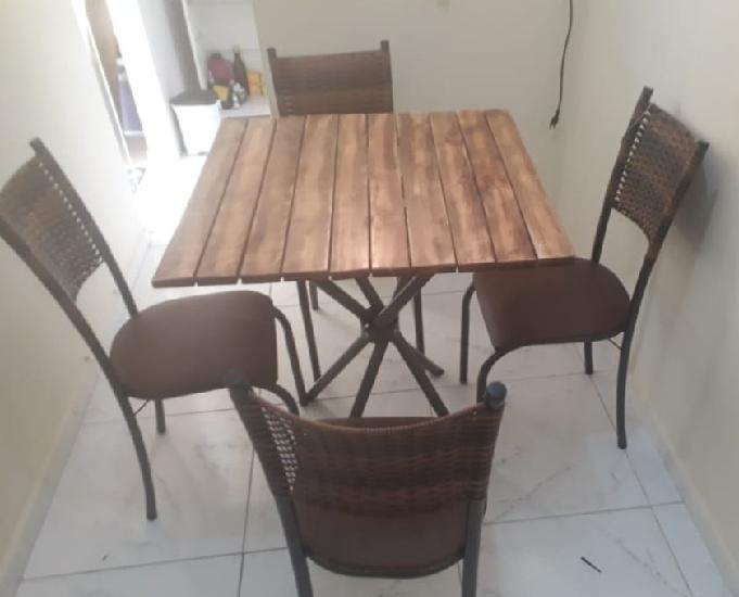 Linda sala de jantar em madeira rústica, semi nova!
