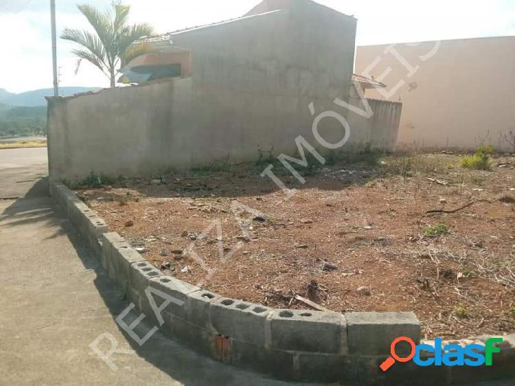 Terreno com 215 m2 em Poços de Caldas - Jardim Itamaraty III por 120 mil à venda