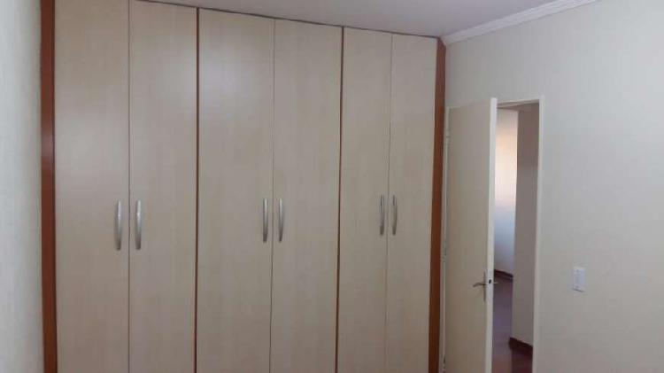 Aluga se excelente apto com 2 dormitórios no eloy chaves